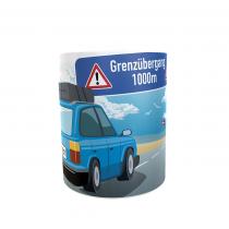 """Keramiktasse """"Sehnsucht nach DK"""" mit Wunschtext und Autofarbe"""